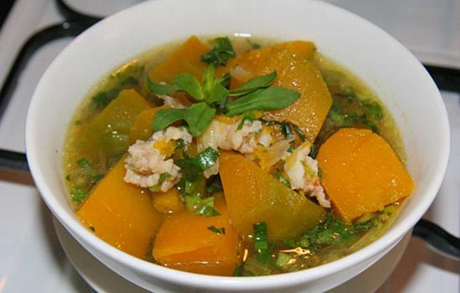 Bí ngô có thể chế biến thành nhiều món như hầm thịt, xào, nấu canh rau, nấu cháo ăn hàng ngày.